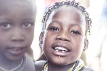 Crianças na aldeia Daasanach