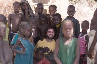 A criançada curiosa na aldeia Daasanach